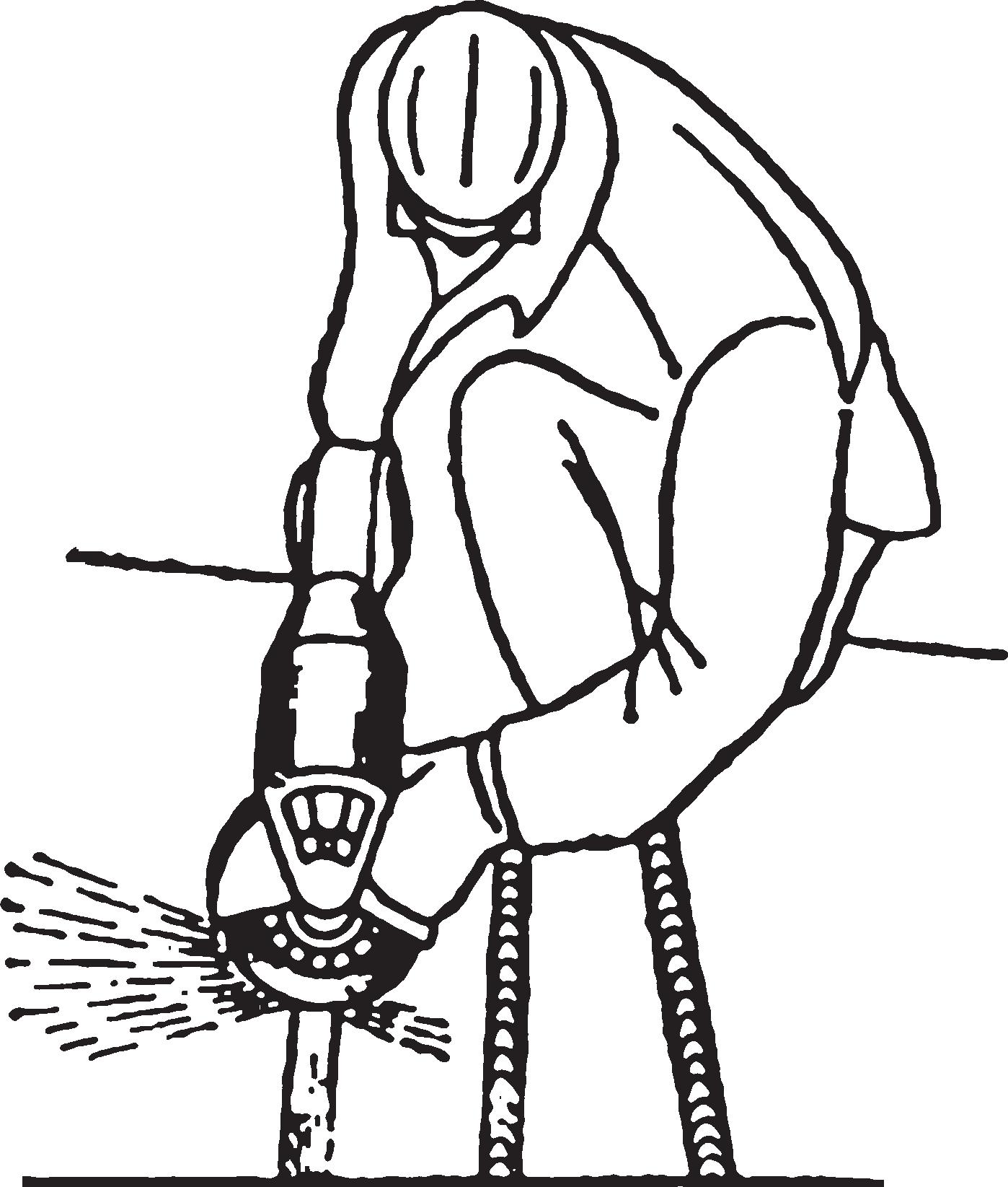 Положение рабочего при зачистке сварного шва