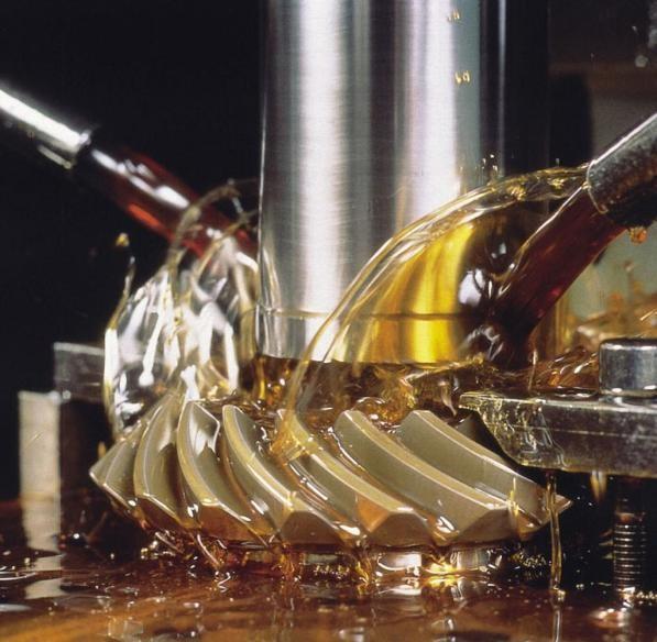 Применение масла для охлаждения деталей при фрезеровке