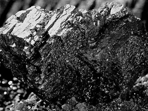 Расколотый кусок каменного угля