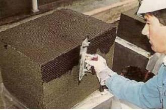 Крепление плит к стене битумными клеевыми составами по всей поверхности