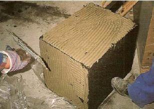 Крепление плит к стене цементосодержащим клеем по всей поверхности
