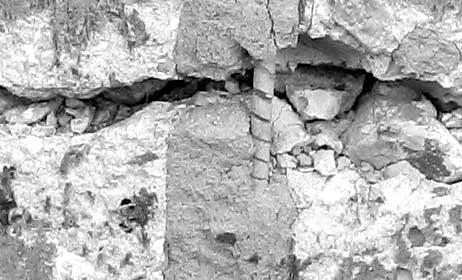 Разделение витков спирали в области трещины