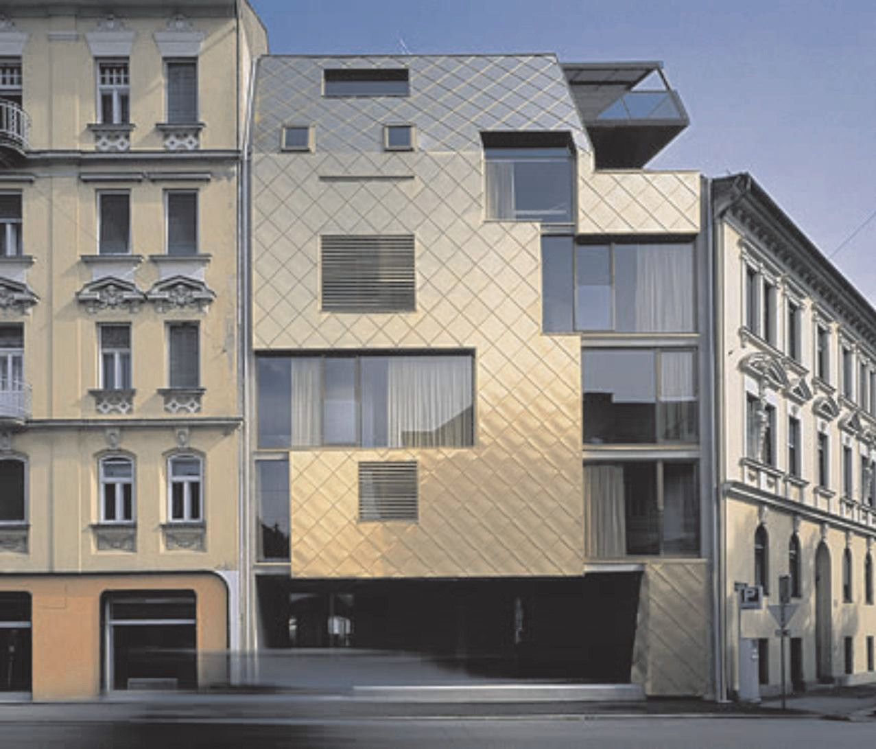 Архитектурное оформление фасада жилого здания медью