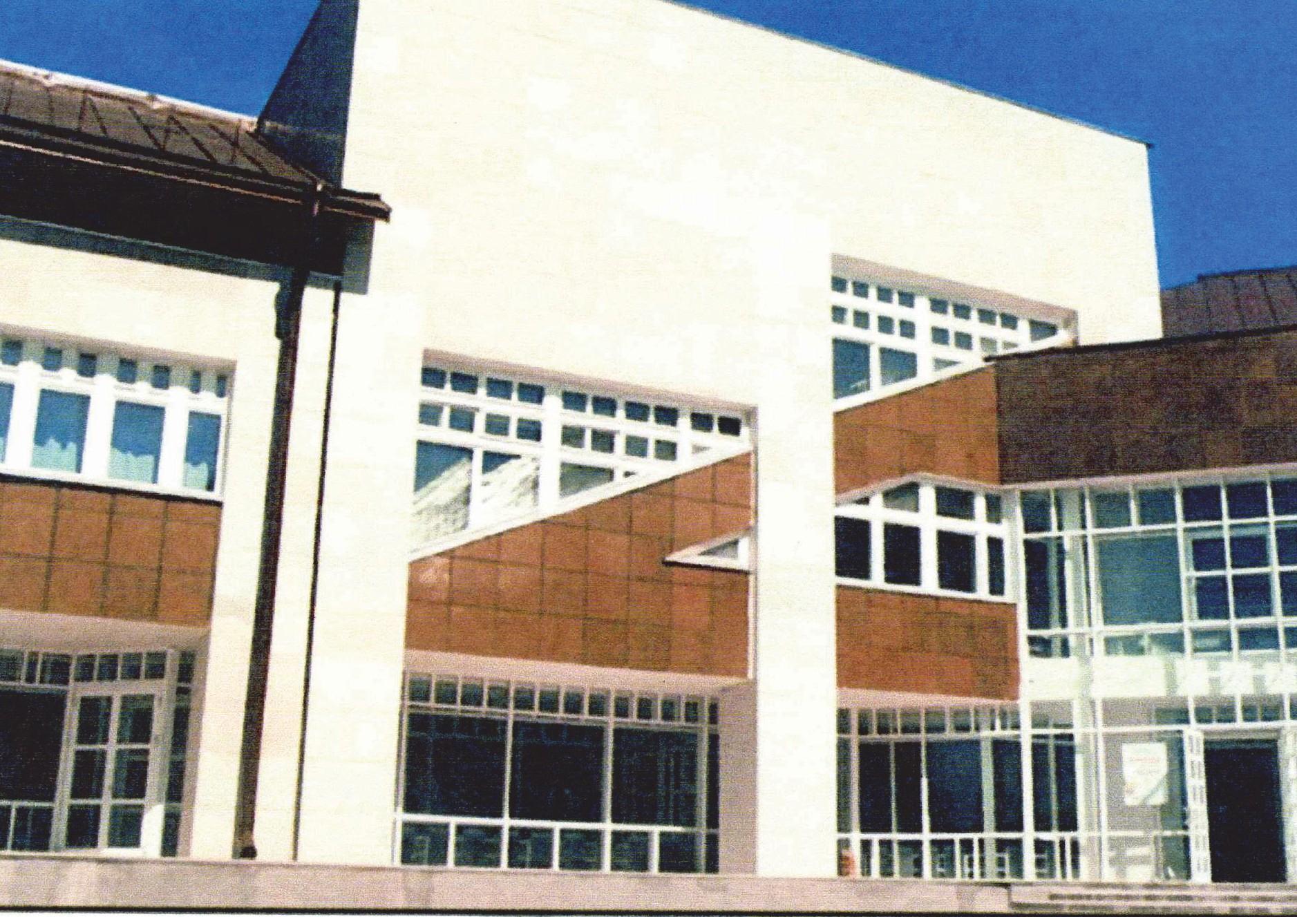 Фрагмент здания школы, офактуренного пенополистиролом