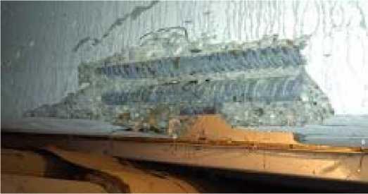 Оголение арматуры железобетонной балки вследствие механического повреждения