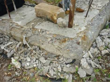 Разрушение бетона по краям обреза фундамента