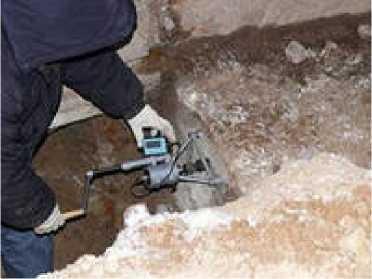 Высверливание образцов кернов бетона для испытания на прочность в лаборатории