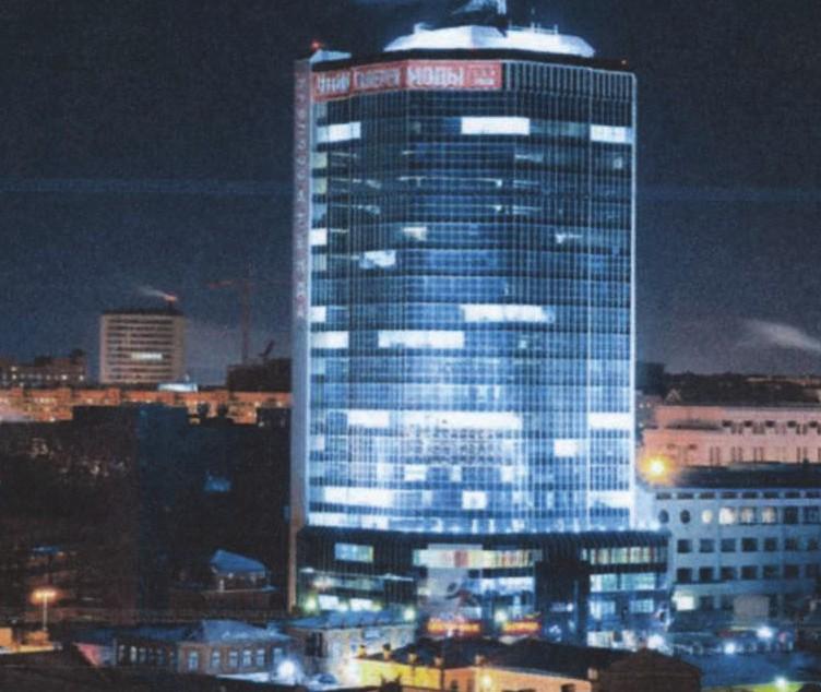 Здание Челябинск-Сити в ночное время
