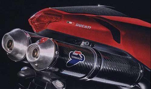 Ducati в 90-е годы ввела моду на глушители под «хвостом»