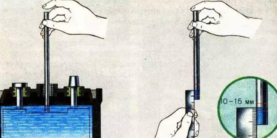 Определение уровня электролита в АКБ с помощью стеклянной трубки