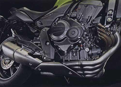 короткий глушитель, размещенный у силового агрегата (Honda CB1000R)