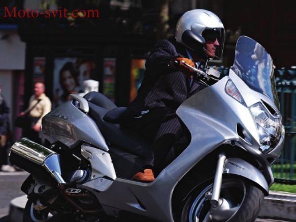 Макси-скутер Honda Silver Wing 600