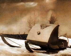 Один из первых снегоходов