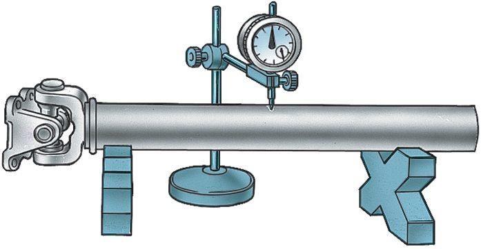 Проверка биения карданного вала стрелочным индикатором