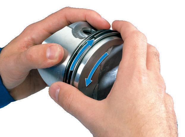 Проверка свободного вращения поршневого кольца в кольцевых канавках