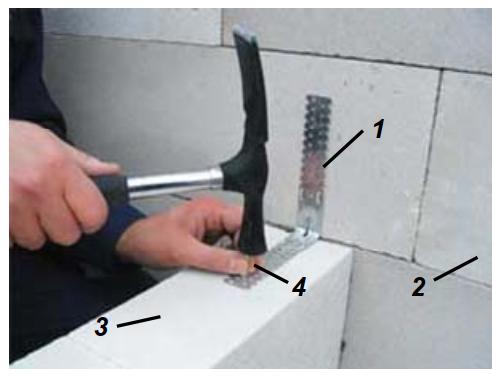 Соединение перегородок к несущей стене с помощью соединительных элементов типа «L»