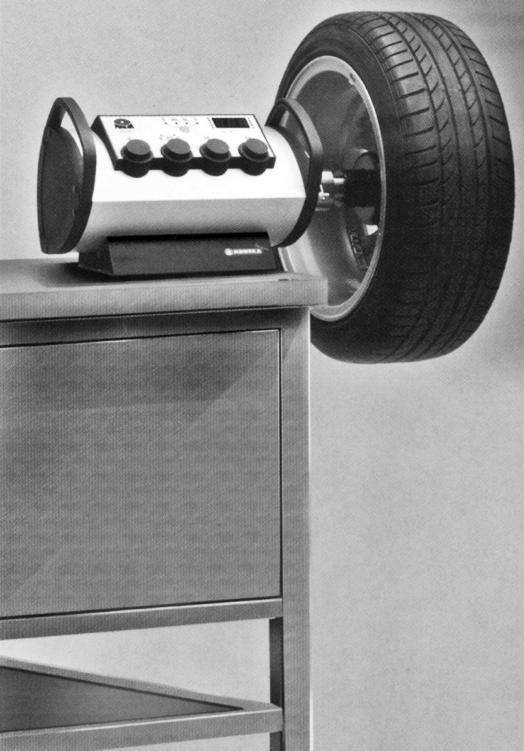 Станок для балансировки колес с ручным приводом