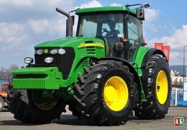 трактор John Deere 7920