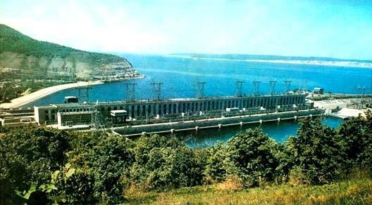 Вид на Волжскую ГЭС со стороны нижнего бьефа