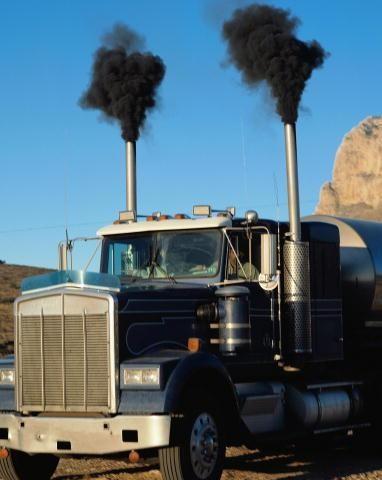 Выхлопные газы двигателей грузовых автомобилей