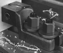 боковые зажимы для закрепления крупногабаритных деталей на столе станка