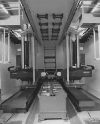 Фрезерный станок с универсальной фрезерной головкой для обработки деталей типа панелей с контр-опорой