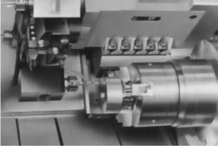 Обработка детали с другой стороны в правом шпинделе с использованием приводного инструмента