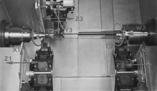 Рабочая зона станка с двумя приводами главного движения и тремя револьверными головками
