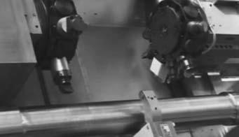 Рабочая зона токарного станка с верхним расположением двухревольверных головок