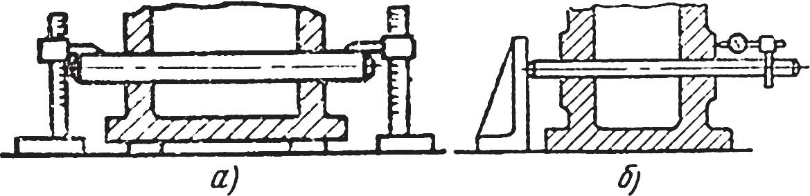 Схема проверки точности расположения отверстий в корпусе червячного редуктора