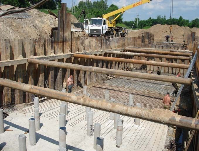 Защита возводимых конструкций шпунтовой стенкой