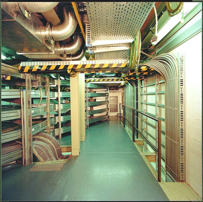 Прокладка кабеля по кабельному этажу