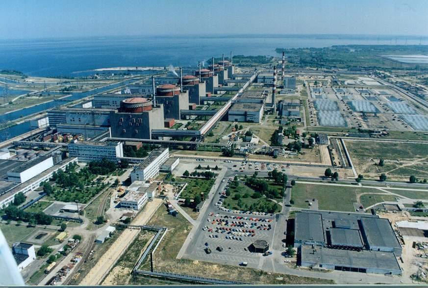 промышленная площадка ЗАЭС с бассейнами-охладителями