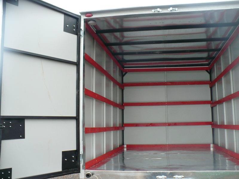 Автомобиль-фургон для мебели