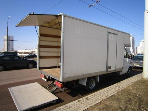 Автомобиль-фургон с грузоподъемными бортами