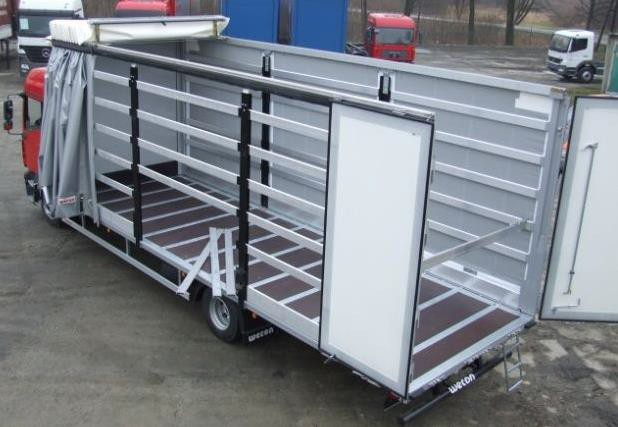 Автомобиль-фургон с раздвижной крышей